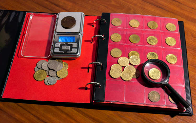A coin scale is just as important as a coin magnifier. Here's what you need to know before you buy a coin weight scale.