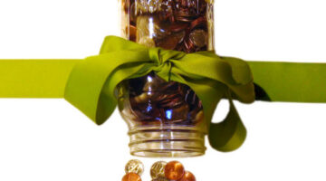 coins-in-mason-jar-with-bow-by-jay_d.jpg